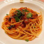 ピッツェリア・サバティーニ - オリーブ、ケッパー、アンチョビのトマトソーススパゲッティ