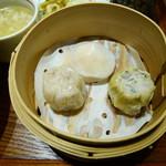 中国菜エスサワダ - 本場香港で修業した点心3種 鶏肉と蓮根、大葉の焼売、北海道産帆立と海老の蒸し餃子、淡路産たまねぎ焼売