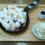 65393856 - 焼きマシュマロとチョコレートのパンケーキ