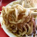 ラーメン二郎 - 太い縮れ麺