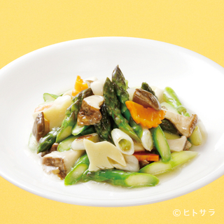 繊細な味わいの旬の野菜料理『アスパラとエリンギの香り炒め』