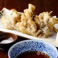 しんぽ - 旬の薫りをまとった舞茸の天ぷらは、じわり染み出す旨みがキモ。