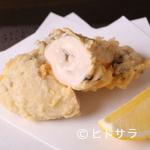 天ぷら岡本 - 北海道厚岸産、肉厚でジューシーな『牡蠣(かき)』