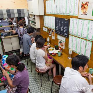 働く人々に愛された昔ながらの食堂の雰囲気