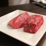 又三郎 - 乾燥変色した表面を取り除いた熟成肉2種☆