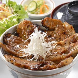 当店の豚丼は豚も、お米も国産にこだわっております