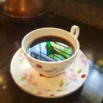 コーヒーハウス かこ - 珈琲にステンドグラスの色が落ちて綺麗♡ フォトジェニックですなぁ
