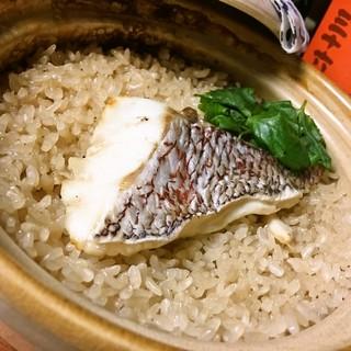 オススメ④鯛の土鍋ごはん780円