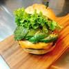 ハラカラ。 - 料理写真:一番人気のアボカドチェダーチーズバーガーです。