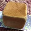 一本堂 - 料理写真:レーズン食パン 360円