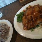 ツールボックス - 豚の生姜焼きセット(900円)*ドリンクはお好みが1品。550円のカフェ俺もOK.
