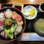 季節料理 和 - 料理写真:海鮮丼(1500円)