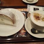 カフェ・ド・クリエ - カプチーノとロールケーキ