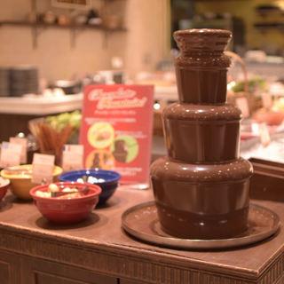 まるで『チョコレートの噴水』!チョコレートファウンテン
