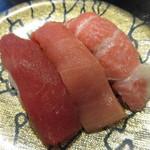 のと前回転寿司 - まぐろ三種 700円(税別) (2017.4)