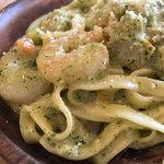 イタリア酒場料理 チェリーナ邸 - 平打ち麺のパスタ(エビのバジルクリーム)