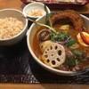 奥芝商店 - 料理写真:スプリングラムの香草焼きとゴロゴロ春野菜のカリー