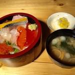 65510841 - 海鮮チラシ丼 900円