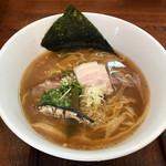 麺ゃ しき - 料理写真:醤油しき麺700円(税込)