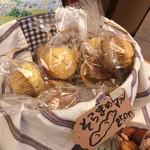 加集製菓店 - これ買いました、旬のそらまめを使ったマフィン250円です(2017.4.16)