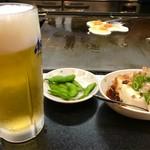 あべとん - ビールセットには、生中、冷奴、枝豆、とん玉が付いて1018円のコスパ(*^_^*)