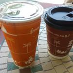 グレートアメリカン・ワッフルカンパニー - アイスミルクティー240円 ・ホットコーヒー290円
