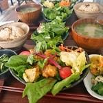 PUBLIC KITCHEN cafe - えびマヨと有機野菜のオリエンタル風 880円(土曜日だったので980円)