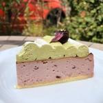 パスティッチェリア・アマレーナ - 桜のチーズケーキにピスタチオクリーム ◡̈♥︎