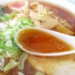 味処 新町 - オイリーだが、昔風のあっさりスープ