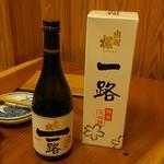 初鮮 - ドリンク写真:この日はなんと一本6,500円の『純米大吟醸、出羽桜、一路』を頂きました。良い酒は旨い。Sさんありがとうございました。
