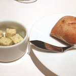 リストランテ ドゥエ フィオーリ - 天然酵母パン 蕗の薹入りバター