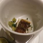 リストランテ ドゥエ フィオーリ - スープを注ぐ前 白焼き穴子 葉ごぼう シブレット