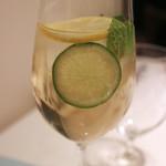 リストランテ ドゥエ フィオーリ - レモンとライムのソフトドリンク