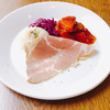 ボーデンゼー赤坂 - 料理写真:シュバインツブラーテンのランチ 前菜 さっぱりと酸味の強いポテトと、トマト味が濃厚で野菜がしっとりと味わえるカポナータ。