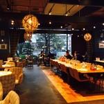 肉が旨いカフェ NICK STOCK - 広々とした快適スペース!