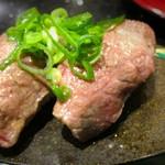 琉球回転寿司 海來 - 県産黒毛和牛モモ肉炙り 二貫670円