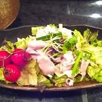 神威 - あったかブタしゃぶの梅にんにくサラダ
