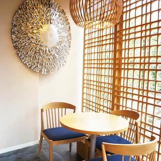 誰もがひとりで気軽に立ち寄ることができる、癒しのカフェ