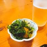明日葉 - 料理写真:ビールを頼むと出てきた地海苔おろし