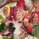 炭火原始焼と蔵元焼酎の店 のどぐろの中俣 - 名物 朝採れ鮮魚のお刺身5点盛り 2名分