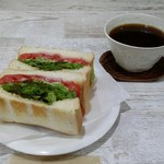 カフワ コーヒー - 料理写真:コーヒーとサンド