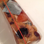 クレール ドゥ リュンヌ - 細長くずっしり、ドライフルーツごろごろのパウンドケーキ。