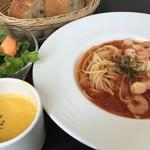 FLOUR - オーガニックパスタランチ「魚介のトマトソースエクストラバージンオイルの香り」
