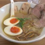 極汁美麺 umami - 塩らーめん 780円に得製トッピング 220円