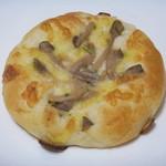 パン工房 ルチア - 青唐辛子とキノコのピザ