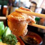 登利平 - 唐揚げは鉄板の旨さ! スタンダードな料理だからこそ、鶏の美味しさが引き立つ