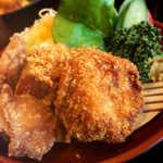 登利平 - カラッと色よく揚がった鳥かつ。胡麻の風味を効かせた醤油ダレで…