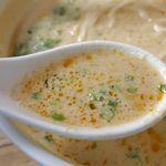 パラダイス ダイナシティ - スープからは、ごまの香ばしさとコク、パクチーの爽快感、出汁の旨味、唐辛子の辛さがバランス良く感じられ