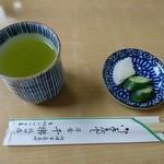 千楽 - 2017年3月 丼もの用のお茶と漬物