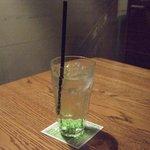 アナログ カフェ ラウンジ トーキョー - グリーンアップルソーダです。